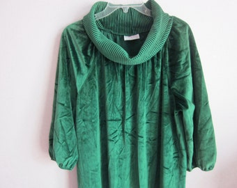 Vintage robe 70's lounge dress emerald velour crushed velvet cozy  M L
