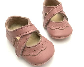 Handmade leather dusty pink soft soled baby shoes.  Baby shoes. Crib Shoes. Baby girl shoes. Pre walkers. Mary Janes