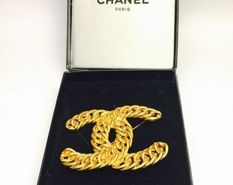Vintage CHANEL brooch/Pin, large Gold  plated, iconic CC insignia pin, Mint Condition, Item No. S221