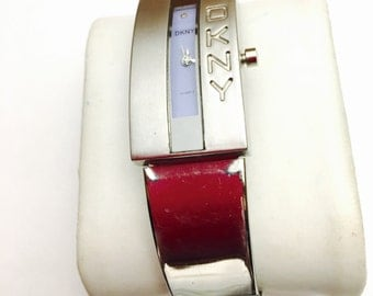 Vintage DKNY water resistant Watch, silver tone, metallic band, Clearance Sale, Item No. B200
