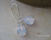 Blanc laiteux opale Swarovski Cristal Long Silver poire boucles d'oreilles immobilier style boucles d'oreilles victorienne de style gouttes boucles d'oreilles de demoiselle d'honneur