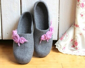 Women house shoes - Mothers day gift - felted wool slippers - gift for women - grey with pink and lila roses - gift for her
