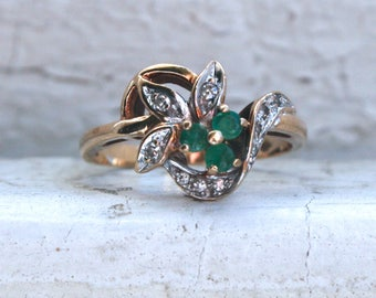 Vintage 10K Yellow Gold Diamond and Emerald Flower Cluster Ring Engagement Ring - 0.27ct.