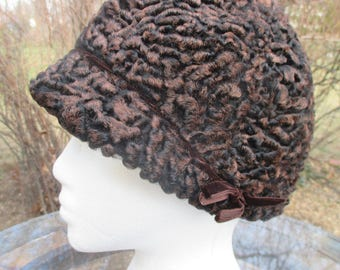 Vintage 1940s Cloche Ladies Hat Brown Wool Brown Velvet Trim