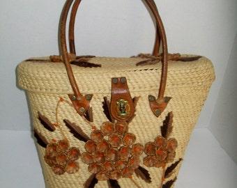 Vintage Straw Purse Kitsch 1960's Raffia Flowers Leatherl Handles Yarn Embroidery Summer Purse