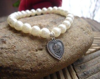 Vintage Faux Pearl Sacred Heart of Jesus Stretch Bracelet, Catholic Jewelry, Charm Bracelet, Antique Jewelry, Recycled Jewelry
