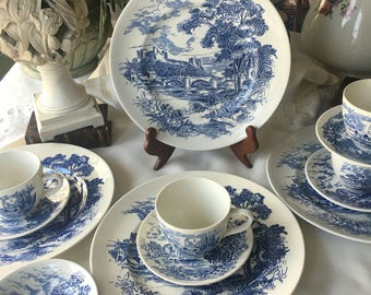 Wedgwood Counrtyside Dinnerware Set Service for 4 made in England Blue and White China 16 pieces