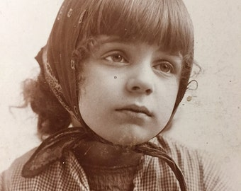 Pensive little girl Cabinet Photo