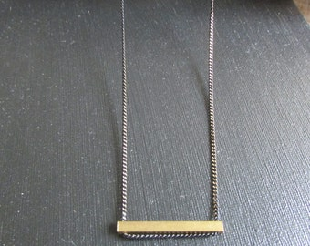 Contrasting graphic necklace