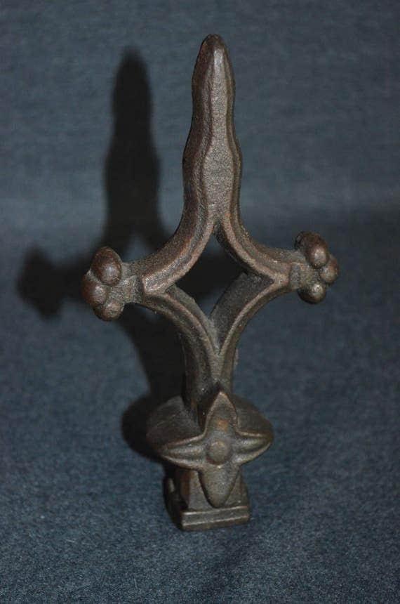 Vintage Cast Iron Fleur De Lis Fence Topper