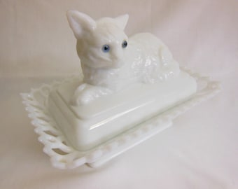Westmoreland milk glass cat with blue eyes covered candy dish White cat with blue eyes offers considered