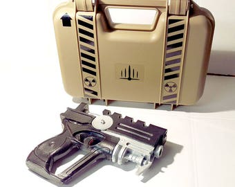 Fifth Element custom case version - Hard case with a Painted Korban Dallas blaster!