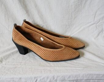 Vintage Brown Suede Pumps / 1980s Vintage High Heels / Vtg Perforated Brown Black Pumps / 1980s Mootsies Tootsies  Heels 7