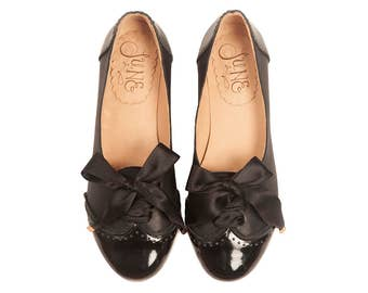 Acordonados Black - Oxford shoes - Woman flat shoes in black patent leather. Handmade - Free shipping.