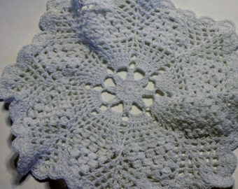Vintage Crocheted Doily in Pineapple Pattern