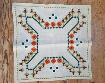 Beautiful embroidered tablecloth/dolly in offwhite linen from Sweden