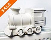 Steamy train humidifier - Matte white porcelain train - decoration on radiator moisturizer