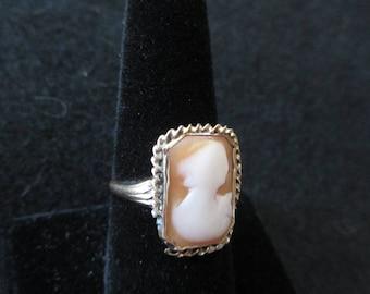 Vintage 10 kt cameo ring -  Estate find!