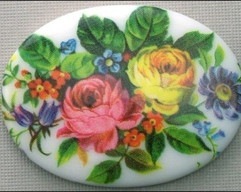 Vintage Plastic Floral Bouquet Cameo