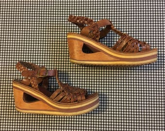 1970's, wooden, wedge heel, platform, sandals, in brown, leather, Women's size 8B