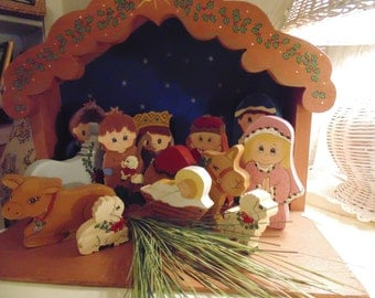 Nativity Scene, Wooden Nativity Set of 12 Figurines with Manager and Stable