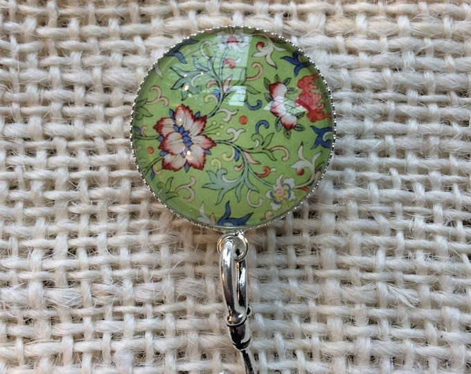 Knitting Pin - Magnetic Knitting Pin for Portuguese Knitting - Red Flower /Green Background
