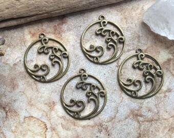 4x Round Swirl Charms, Antique Brass Pendants C188