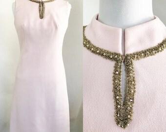 60s Light Pink Gold Shift Dress Size 12 Medium Stretchy Rhinestones Studded Metallic Sleeveless Mod Preppy Fitted Vintage