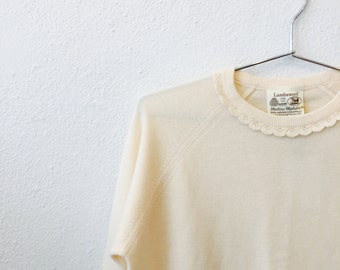 Vintage Ivory Lambswool Sweater / Lace Collar / Wool Retro Sweatshirt / Seventies 1970s 70s / Size Medium