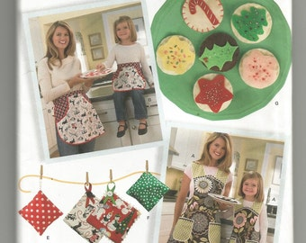 2492 Simplicity Sewing Pattern Mother Daughter Aprons Potholders Felt Food Size Small Medium Large Childs Adults
