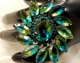 Vintage Tilted  Green Givre Glass Marquise Cabochon Floral Brooch
