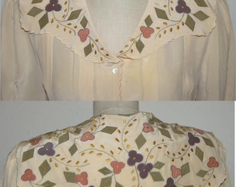 1970's 70s Poet Blouse / 100% SILK Floral appliqué on Huge collar / pleated / Romantic / vintage 10