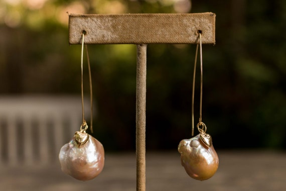 14k Gold Peach Pearl Earrings with Heart Charms