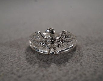 vintage sterling silver statement ring in an American Eagle design, size 8   M2