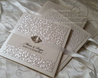 LUXURY Wedding Invitations BESPOKE invitation set. 25 elegant pocket invites Custom crystal brooch. Black and white Invites design w 3 cards