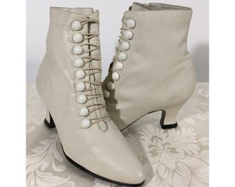 Leather boots, Women's boots, Ankle boots, Vintage leather boots, Stylish leather boot's, Size 5 1/2 shoes, Cream colored boots