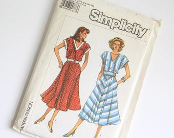 SIZE 10 12 14 16 7945 Simplicity Women's Dress UNCUT Sewing Pattern Vintage 1980s Eighties V Neck Dolman Sleeves Pockets Flared Bias Skirt