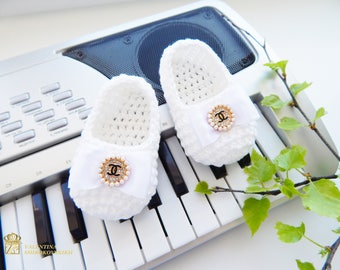 Crochet Baby Slippers Chanel. Baby summer shoes Chanel by Valentina Shirokovskikh. Chanel Baby Shoes. Knitted hand made baby booties Chanel
