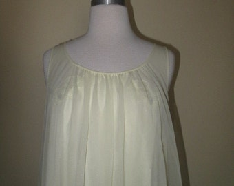 1960/1970's vintage  peignoir set