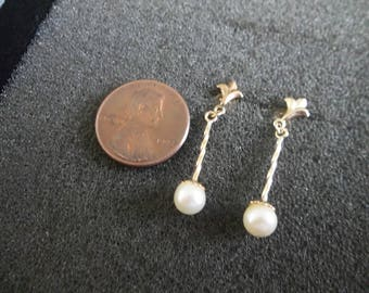 Vintage 14K Yellow Gold spiral earrings with cultured pearl 1.3 Gr. hangs down 1""