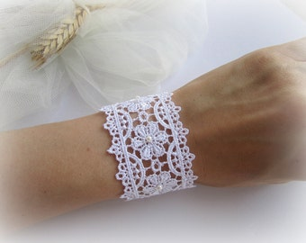 Lace cuff bracelet, white lace bracelet, floral lace bracelet, bridesmaids bracelet, bridal lace bracelet, ivory lace cuff