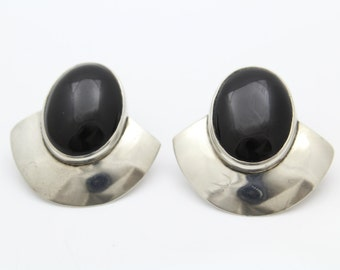 Vintage Modernist Stud Earrings With Black Enamel in Sterling Silver. [12154]