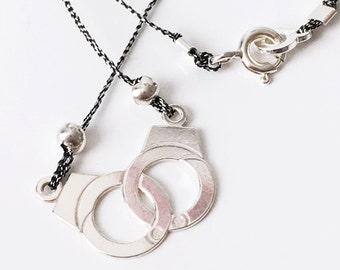 Minimalist STERLING SILVER HANDCUFFS Necklace Sterling silver clasp Short necklace Minimalist Sobre Chic 2017 jewelry Love Attachment Friend