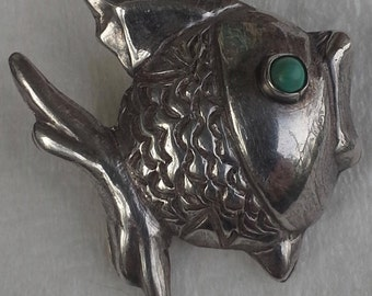 Vintage hecho in Mexico sterling silver and turquoise fish pin/brooch signed JE