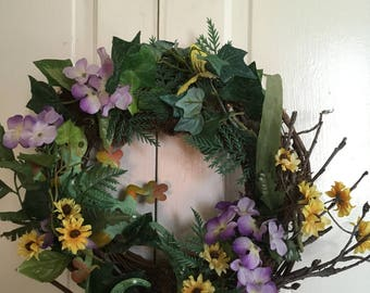 Grapevine wreath with silk flowers and lizard