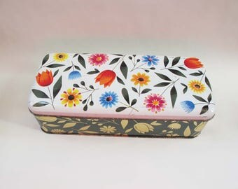 Vintage flower tin. Oblong tin with hinged lid.