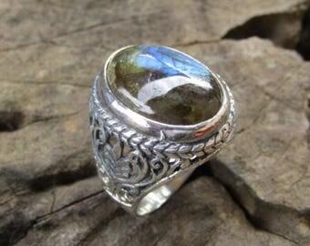 Plain silver ring labradorite stone bali