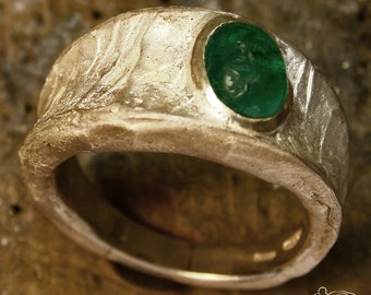 Silver ring with Cabochon emerald