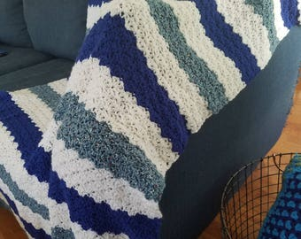 Relaxing Blue and White Lapghan