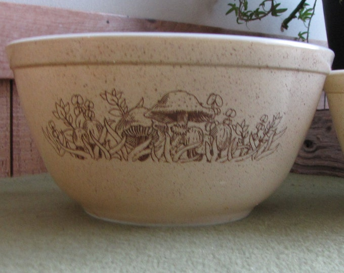Brown Pyrex Nesting Bowls Forest Fancies Two (2) Mixing Bowl Vintage Kitchenware